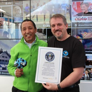 Apa-Mike-Guinness-World-Record-300x298